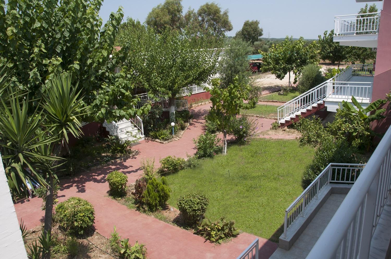 inside_garden_5